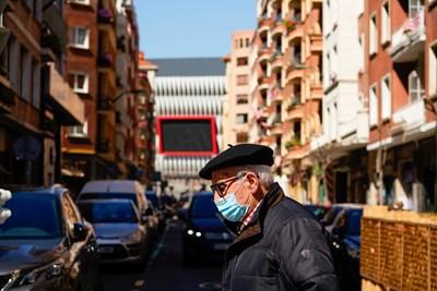 Няколко испански области затягат мерките заради скок на заразените с COVID