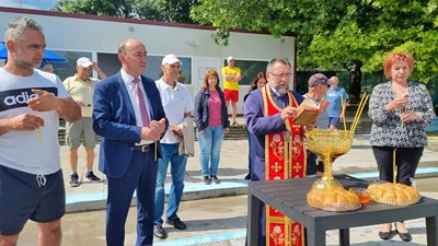 С лутиргия и погачи беше открит плувният сезон в Асеновград.