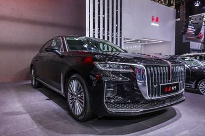 """Китайската компания за производство на автомобили """"Хунци"""" (Hongqi) откри първия си център за продажби и изложбен салон в столицата на Саудитска Арабия – Рияд. СНИМКА: РАДИО КИТАЙ"""