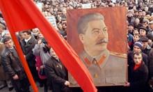 Освен април, критични за появата на авторитарни лидери са още декември и януари. Сталин сменил годината си на раждане и името си, за да достигна абсолютна власт