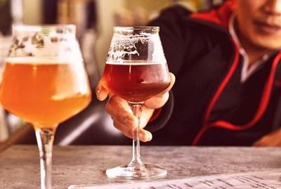 Пийване всеки ден се оказва по-рисково за рак от редките запои