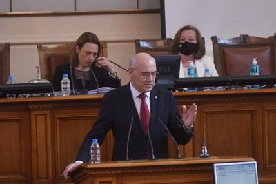 Председателят на КЕВР Иван Иванов казва от какво ще зависят новите цени на ток, парно и газ от 1 юли. СНИМКА: СНИМКА: ВЕЛИСЛАВ НИКОЛОВ