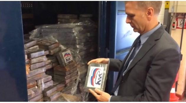 """В Белгия задържаха контрабандна пратка от 2 тона кокаин с логото на партията на Путин """"Единна Русия"""""""