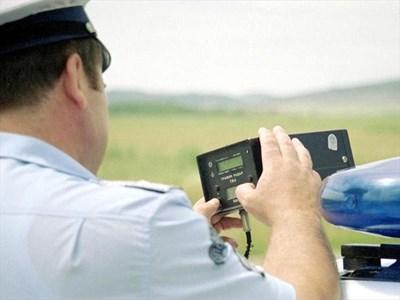 """Всеки заловен с радар да кара с превишена скорост на пътя трябва да бъде записван в специален дневник към уреда. СНИМКА: """"АРХИВ 24 ЧАСА"""""""