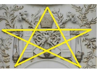 Графична интерпретация на масонски символ върху фасадата