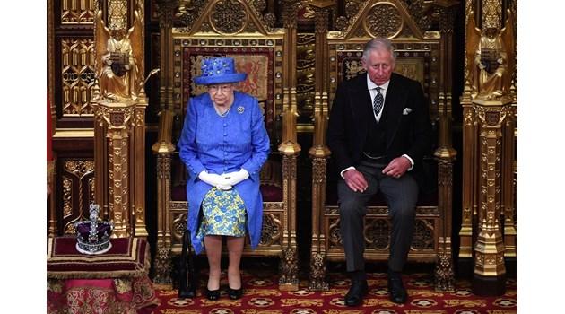 Схемата на Елизабет II да качи Чарлз на трона