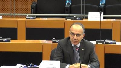 От името на ОЛАФ по време на дебата в комисията на ЕП по бюджетен контрол говори Франческо Алборе.