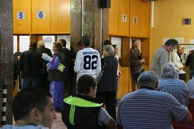 Чиновници без заплата, ако тормозят гражданите за хартиени документи
