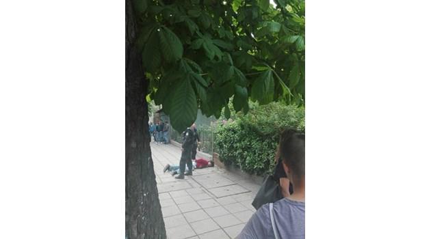 Нападателят на абитуриент в тролей поиска да излезе от ареста, за да види майка си жива за последно