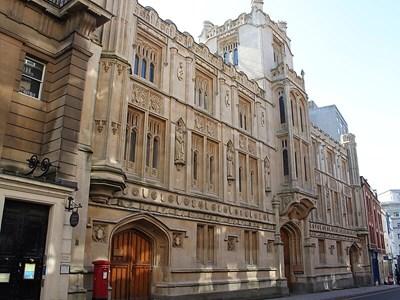 Сградата на съда в Бристъл, където бе процесът срещу нападателя на българския таксиметров шофьор.