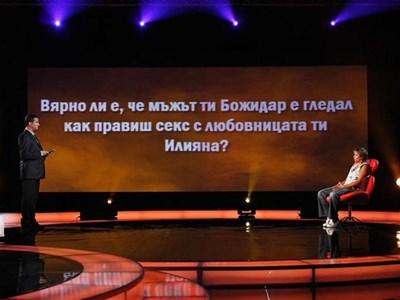 """Водещият Витомир Саръиванов на снимките на първия епизод на """"Цената на истината"""". На стола е Лилия Грънчарова. СНИМКА: НОВА ТВ"""