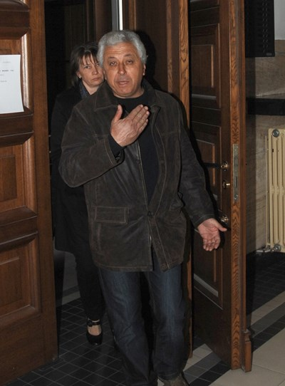 Веско  Анчов  напуска военния съд на 6 март 2012, след като подсъдимите току- що са оправдани.