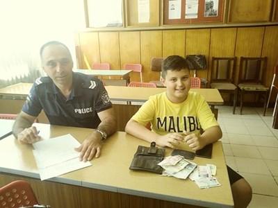 11-годишният Любомир Любомиров от Монтана (вдясно) СНИМКА: МВР