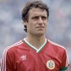 Войници с автомати дебнат да не отвлекат футболната легенда Георги Димитров