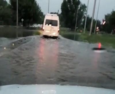 Много улици са наводнени. Кадър: Нова тв