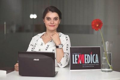 Тя е първият българин, признат от Световната асоциация за най-добър млад учен по медицинско право. Мария се явява на този конкурс пред светила от целия свят и в конкуренция със свои колеги от различни държави и си тръгва и двата пъти с първенство.