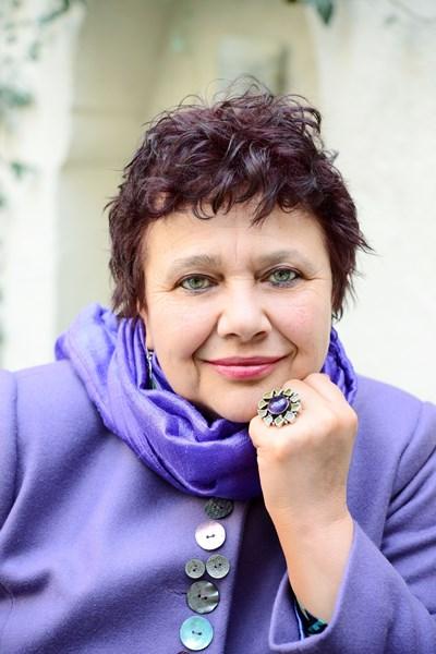 Мирела Иванова е драматург на Народния театър и един от двигателите на Вазовите тържества.