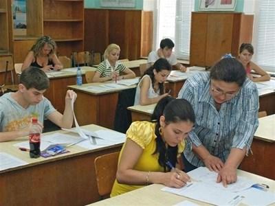 Бележките от задължителните матури се признават от повечето висши училища у нас. В чужбина също държат на нашите зрелостни изпити. СНИМКА: БТА
