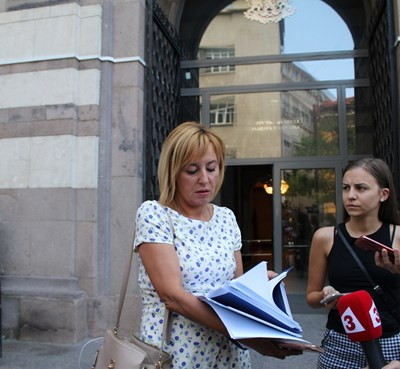 Мая Манолова също напусна разговора за няколко часа.  СНИМКИ: БЛАГОЙ КИРИЛОВ