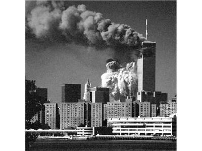 Алберто търсел най-подходящите филтри за апарата си, а кулите започнали да рухват. Първо снимал в черно-бяло. СНИМКИ: АЛБЕРТО СТАЙКОВ
