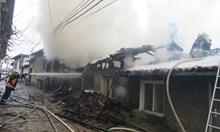 "Голям пожар гори в старинния търновския квартал ""Варуша"""