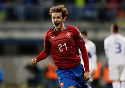 Алекс Крал се радва, след като е изравнил срещу Косово. СНИМКА: РОЙТЕРС