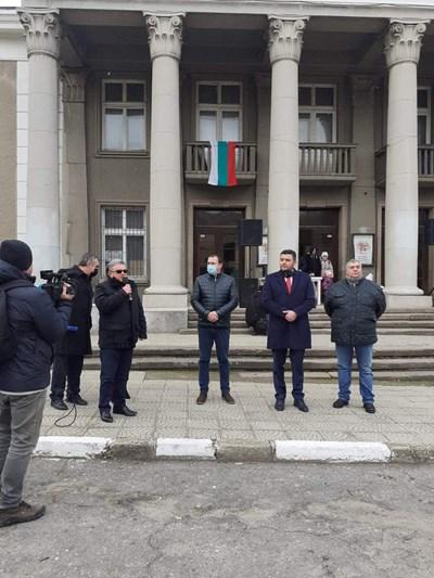 Павел Михайлов отиде в Брестовица, за да обясни на местните как ще се решава проблемът с водата
