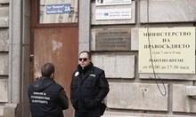 Петър Харалампиев получавал подкупи директно в кабинета си