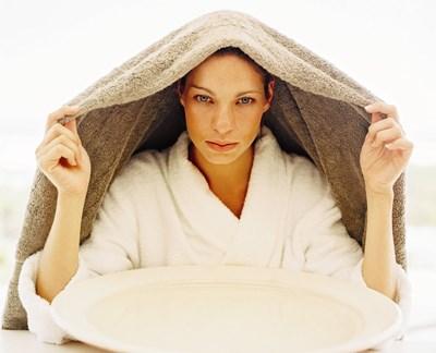 И без специален уред може да се направи инхалация - като покрием с кърпа главата си над съд с лечебна отвара.