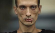 """Аферата """"Павленски"""": Как художникът със зашита уста отстрани силен кандидат за кмет на Париж!"""