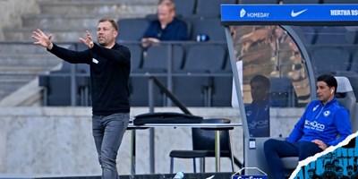 """Старши треньорът на """"Арминия"""" Франк Крамер дава указания, а Илия Груев е на пейката по време на последния мач на тима. Снимка: клубен туитър"""