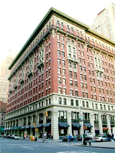 Сградата на Пето авеню, в която се намира луксозният апартамент, който купил Юлиян