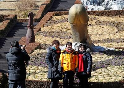 """Паркът """"Хаесингданг"""" в Синнам се радва на огромна популярност от туристи. СНИМКИ: Ройтерс"""