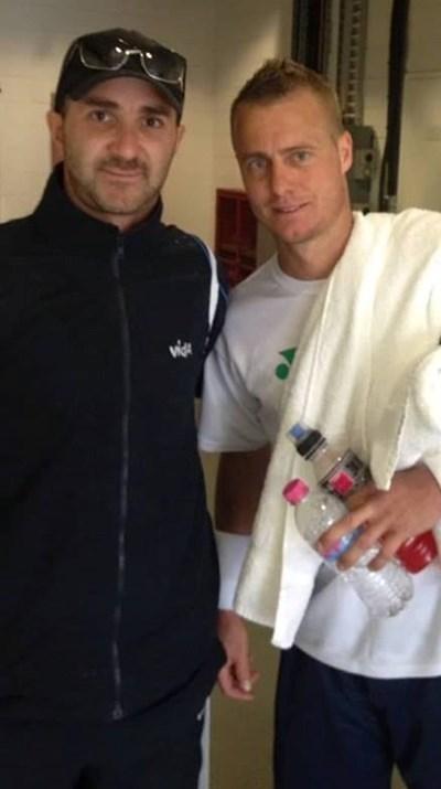 Благоев с бившия №1 в тениса Лейтън Хюит (вдясно)