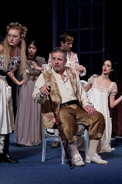 """Веселин Ранков ще посрещне почитателите и приятелите на вечерното представление на """"Тартюф"""" на 6 април в Театъра на армията. СНИМКА: Иван Дончев"""