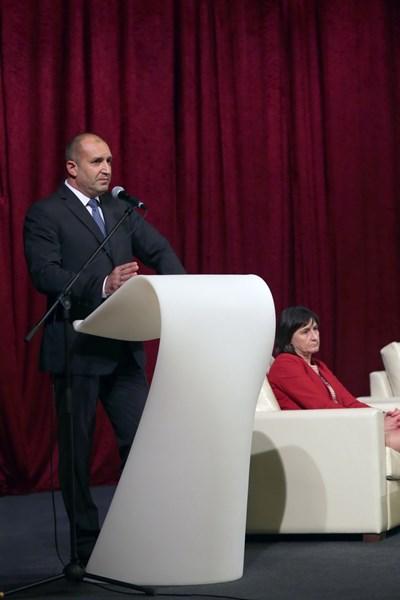 Радев говори пред ръководителите на българските дипломатически мисии в чужбина. Снимки прессекретариат на президента