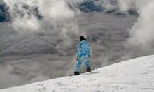 Лавина падна до сноубордист в Пирин, спасителите го изваждат. Бил в един от улеите на Демяница