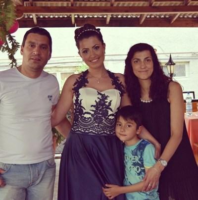 Майор Терзиев със семейството си