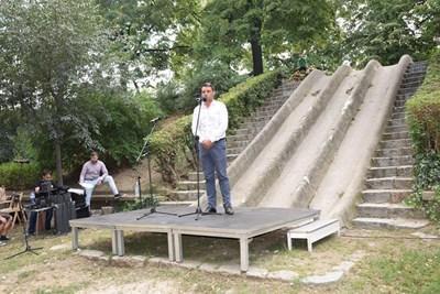 Районният кмет Георги Стаменов отговаряше лично на въпросите на гражданите за планираните дейности в парк Бунарджика