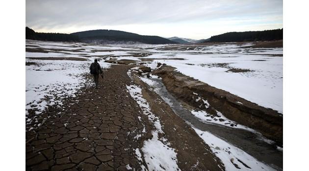 Водният апокалипсис в Перник и партийните велможи