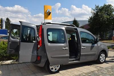 Нов автомобил ще ползва Обществената трапезария в Русе, за да раздава хранителни пакети на нуждаещите се