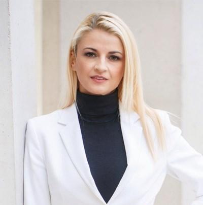 Дора Стрезова-Николова