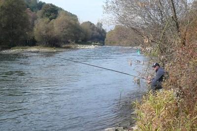 Рибар замята във вир на река Струма