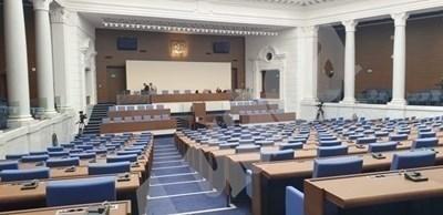 Парламентът удължи работното си време до приемане на второ четене на промени в бюджетите на НЗОК и ДОО СНИМКА: Йордан Симеонов