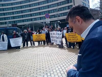 Протест срещу Истанбулската конвенция пред парламента