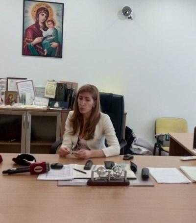 Министър Ангелкова проведе първата си открита приемна за сезон 2019 г. Снимки: Елена Фотева