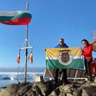 Проф. Христо Пимпирев развя знамето на Павликени на Антарктида