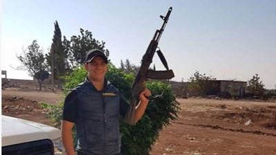 Мохамед позира с оръжие - тази снимка е камена в профила му в Инстагра.