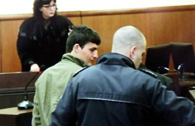 Обвиняемият Бахир Янурал в съда СНИМКА: Румяна Тонeва