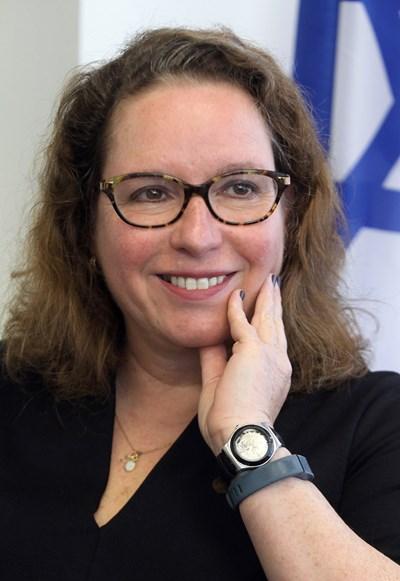Ирит Лилиан е родена на 2 февруари 1962 г. Посланик на Израел в България от 2015 г. Тя е магистър по египтология и класическа филология от Еврейския университет в Йерусалим. До 1986 г. работи като журналист, след което започва дипломатическа кариера в МВнР на Израел. Първият й мандат зад граница (1991-1996) е в Сингапур, а след това в Париж (1999-2004). Преди да бъде изпратена у нас е шеф на отдела за Южна Европа. СНИМКА: Румяна Тонeва